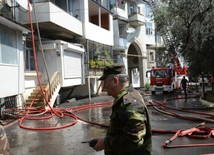 Residential building bursts into flame in Baku city center