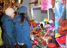 "New Year charity fair ""Cold hands - warm heart"" opens in Baku"
